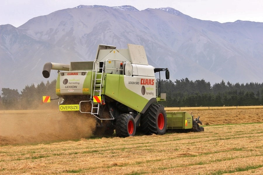 Methven Harvesting (1) - Mid Canterbury Owner / Operator Agricultural Contractor